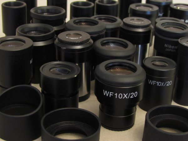 عدسی چشمی میکروسکوپ